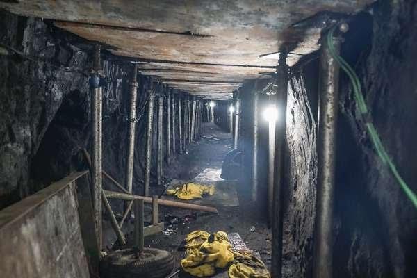 Polícia descobre um túnel que levaria ao cofre principal do Banco do Brasil, na Chácara Santo Antônio, zona sul de São Paulo.