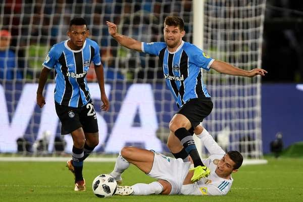 Lance entre Grêmio x Real Madrid
